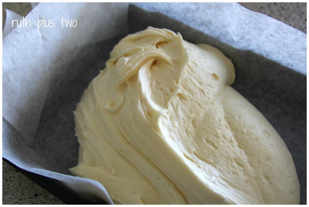 Lemon sour cream cake (3/5)