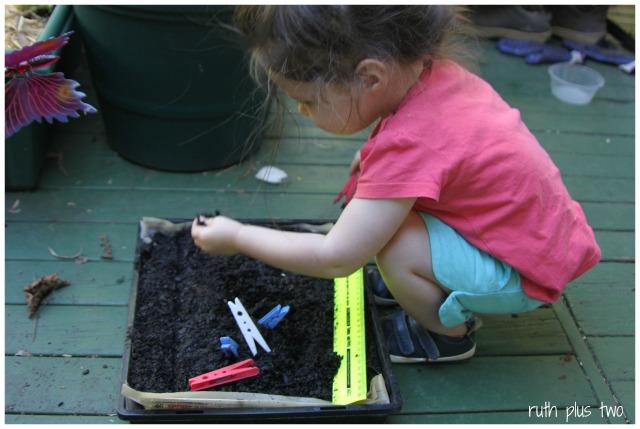 planting pegs